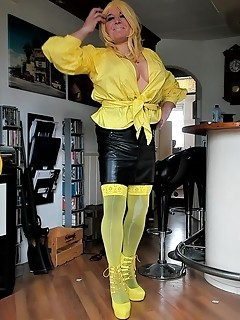 Ronnie in yellow